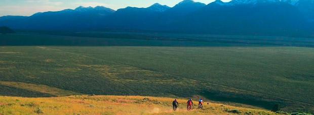 'Destination Trail - Wyoming', rodando por los mejores senderos del mundo con los pilotos de Specialized