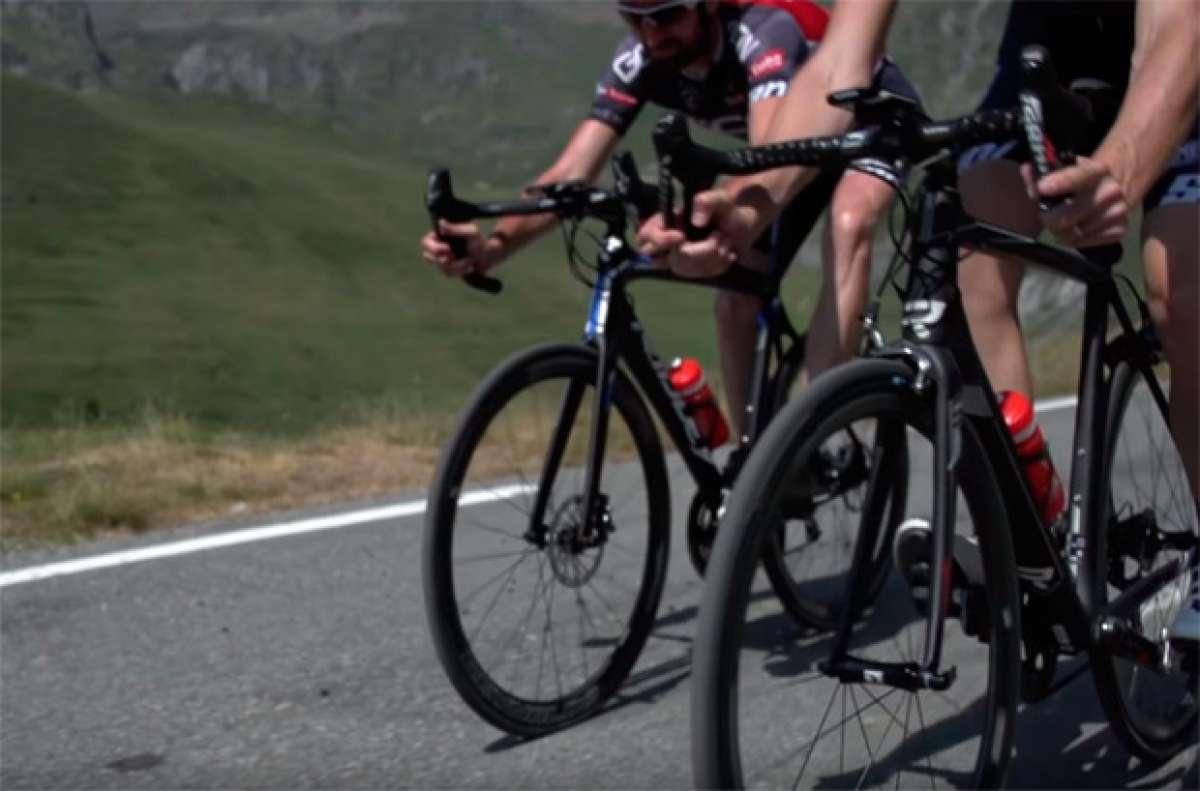 La diferencia entre frenar con frenos de llanta o frenos de disco en una bicicleta de carretera