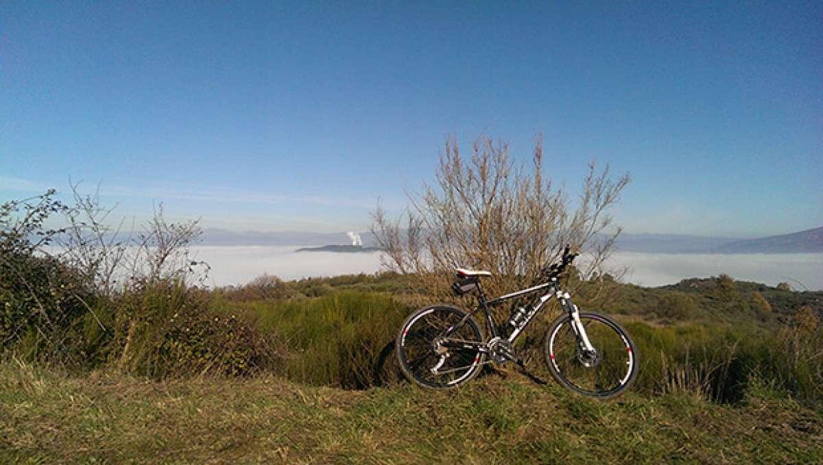 """La foto del día en TodoMountainBike: """"El Bierzo con niebla"""""""