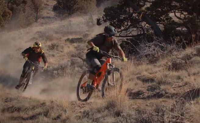 La nueva colección Spring All Mountain 2016 de Fox Head con Kirt Voreis y Chris Kovarik