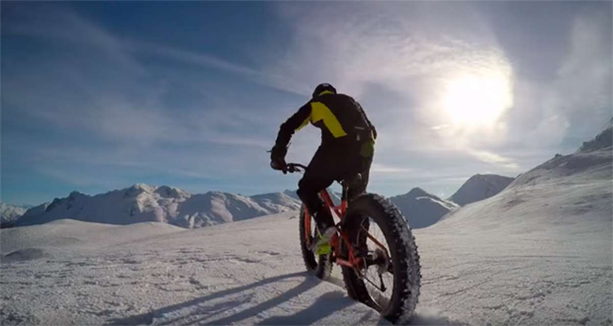 "Freeride sobre una ""Fat Bike"" en los Alpes suizos"