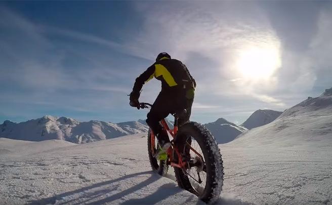 Freeride sobre una 'Fat Bike' en los Alpes suizos