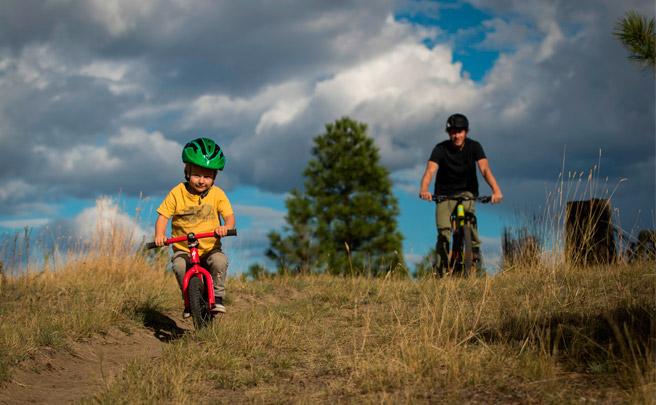 Matt Hunter y su hijo Robbie rodando en Kamloops, en la Columbia Británica de Canadá