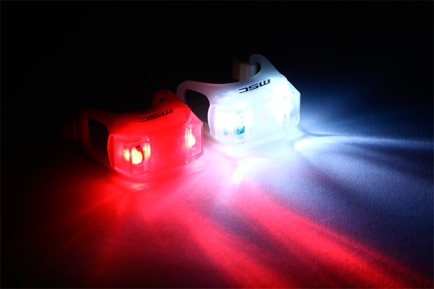 Nueva (y económica) gama de luces de seguridad para deportistas de MSC Bikes