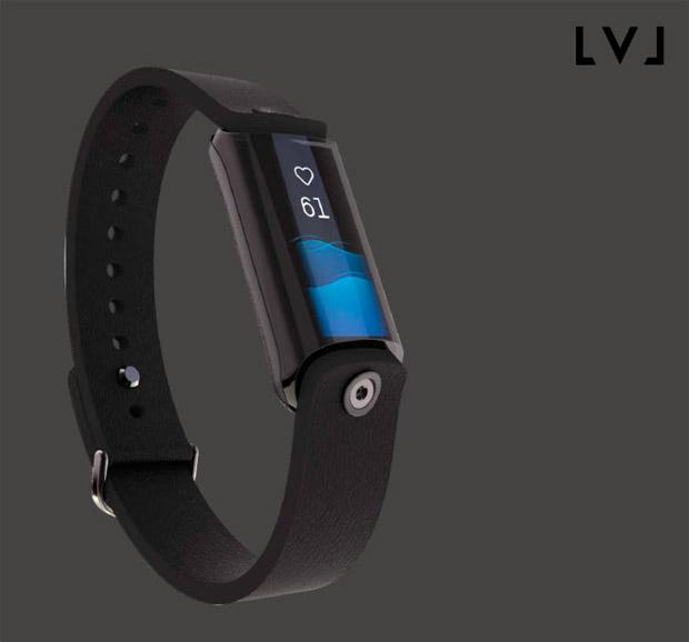 LVL, la primera pulsera que cuantifica de forma precisa el nivel de hidratación de un deportista