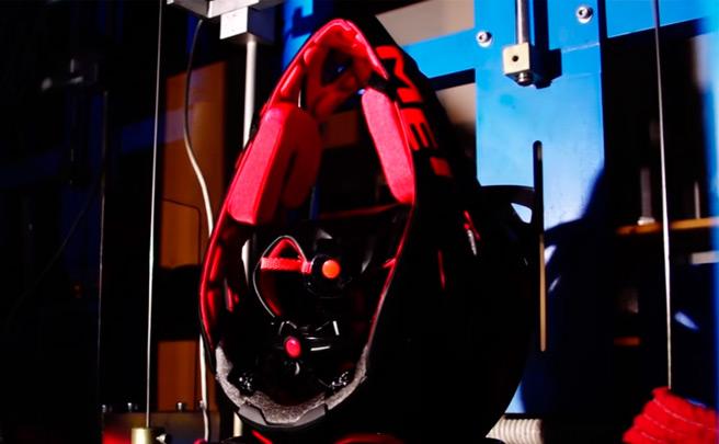 MET Parachute, el casco integral más ligero certificado por la ASTM