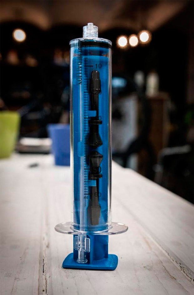 La innovadora válvula MilKit para ruedas tubelizadas, ya disponible de la mano de Alpcross