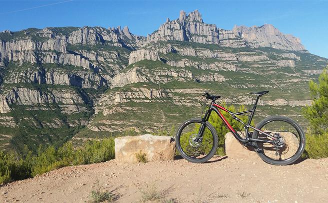 La foto del día en TodoMountainBike: 'Con vistas a Montserrat'