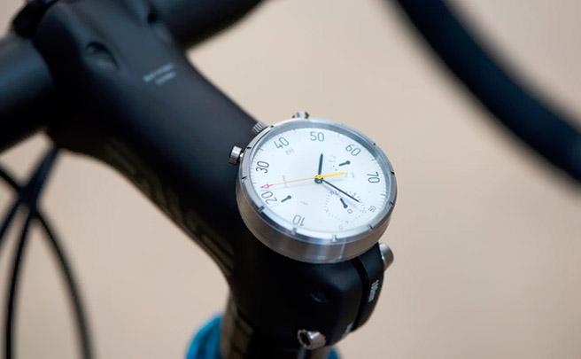 MOSKITO Watch, un elegante reloj de pulsera convertible en ciclocomputador, y viceversa