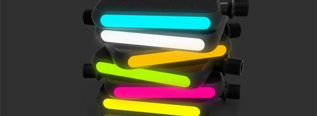 MOTO, coloridos pedales de plataforma con cubiertas intercambiables