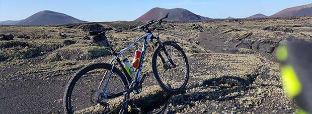 La foto del día en TodoMountainBike: 'MTB entre volcanes'
