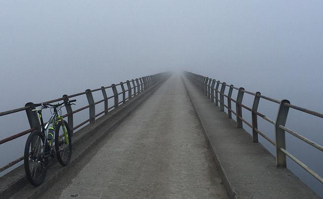 La foto del día en TodoMountainBike: 'Niebla a primera hora en el embalse de Cecebre'