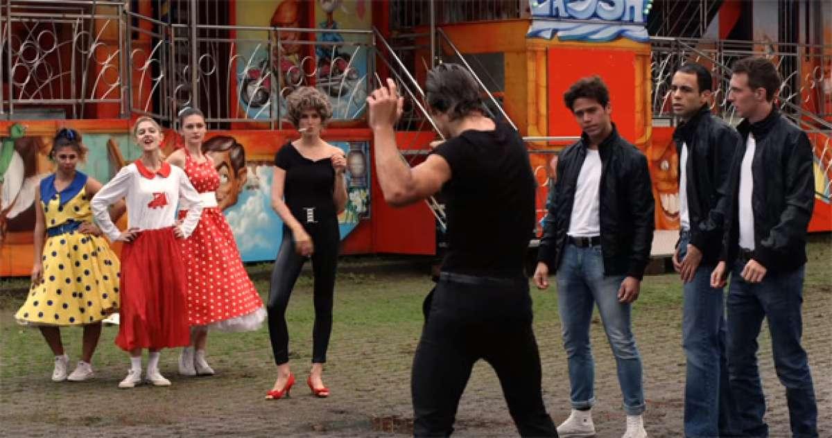 """Divertida parodia de Peter Sagan y su mujer emulando a John Travolta y Olivia Newton-John en """"Grease"""""""