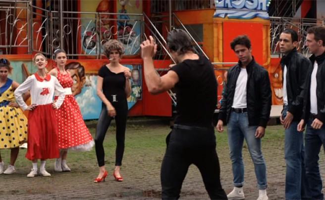 Divertida parodia de Peter Sagan y su mujer emulando a John Travolta y Olivia Newton-John en 'Grease'