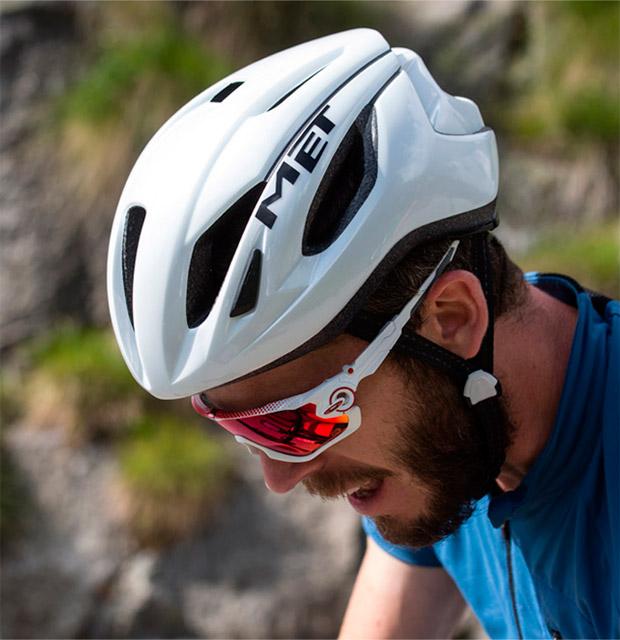 En TodoMountainBike: Así es el nuevo (y ventilado) casco MET Strale