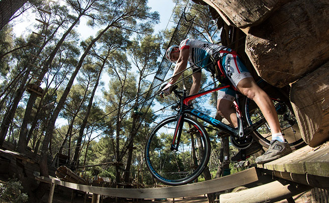 Una bicicleta de carretera por el bosque, la última locura de Aurélien Fontenoy