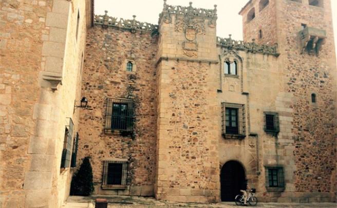 Rutas auto-guiadas en bicicleta eléctrica por el patrimonio histórico y cultural de Cáceres