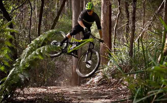'Destination Trail - Tasmania', rodando por los mejores senderos del mundo con los pilotos de Specialized