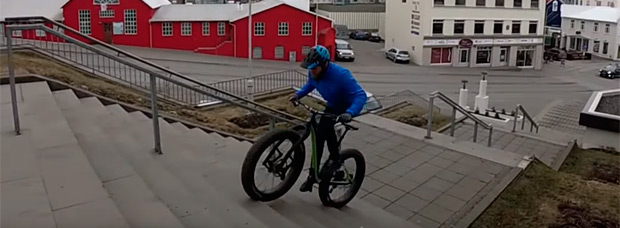 Así se suben unas escaleras con una Fat Bike y una horquilla Lauf Carbonara