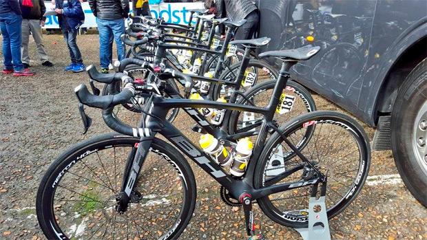 La UCI suspende, con efecto inmediato, el uso de los frenos de disco en el pelotón profesional