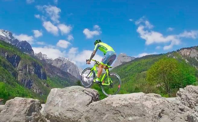Espectáculo sobre ruedas con Vittorio Brumotti en el Giro de Italia 2016
