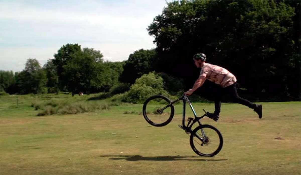 Veinte trucos sobre la bicicleta con Sam Pilgrim y Tom Cardy