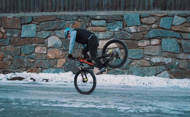 20 impresionantes trucos sobre una bicicleta de montaña con Fabio Wibmer