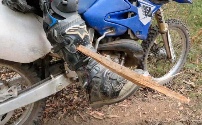 Accidente de motocross, o por qué sobre las dos ruedas hay que tener cuidado con troncos, ramas y raíces
