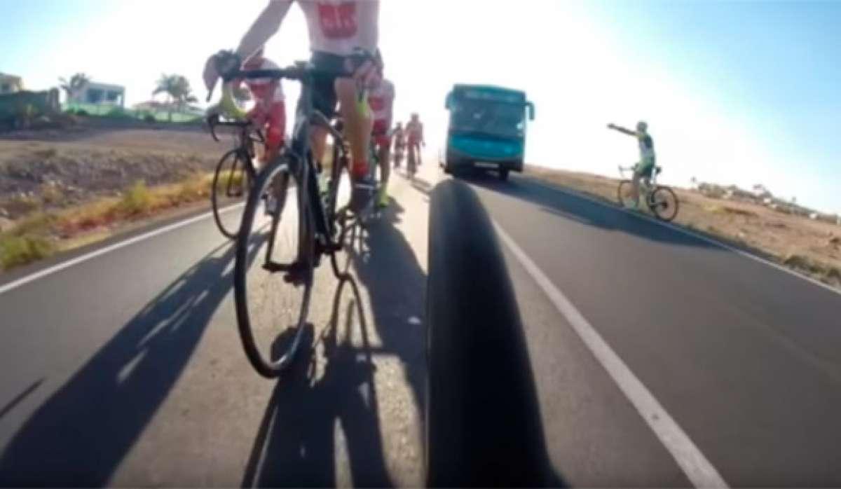 """Lección sobre cómo NO se debe adelantar a los ciclistas, a cargo de un conductor """"profesional"""" de autobuses"""