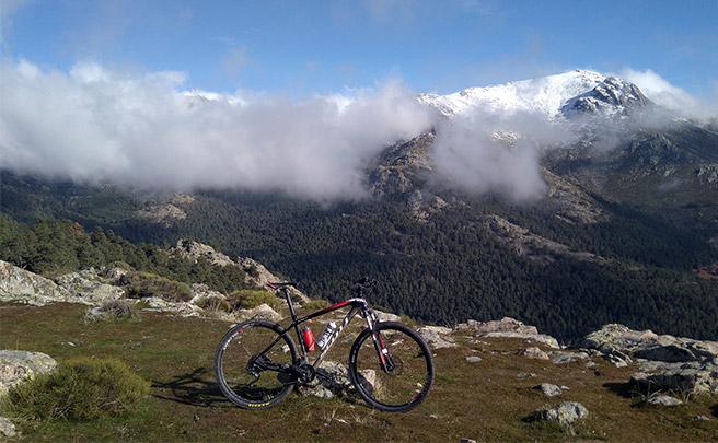 La foto del día en TodoMountainBike: 'En bici por la sierra'