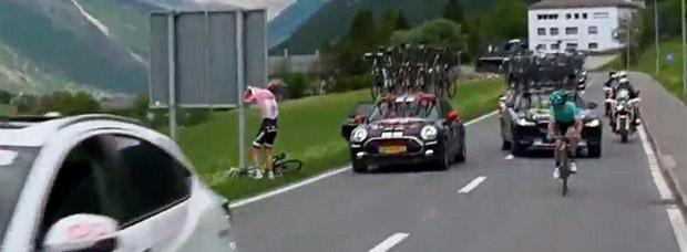 El 'apretón' de Tom Dumoulin en la etapa 16 del Giro de Italia 2017