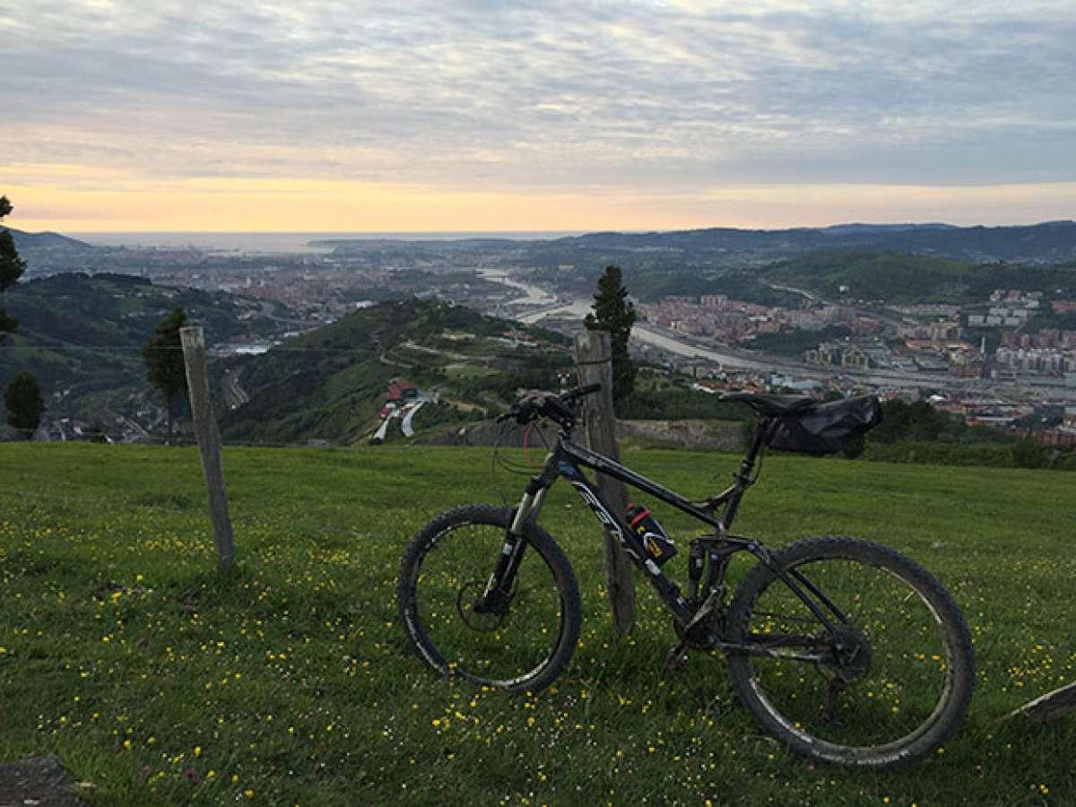 En TodoMountainBike: La foto del día en TodoMountainBike: 'Atardecer desde Arraiz (Bilbao)'