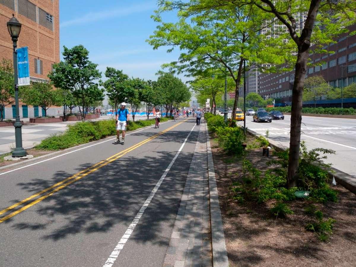 Nueva York blinda (demasiado tarde) sus carriles bici con bloques de hormigón para evitar más atentados yihadistas