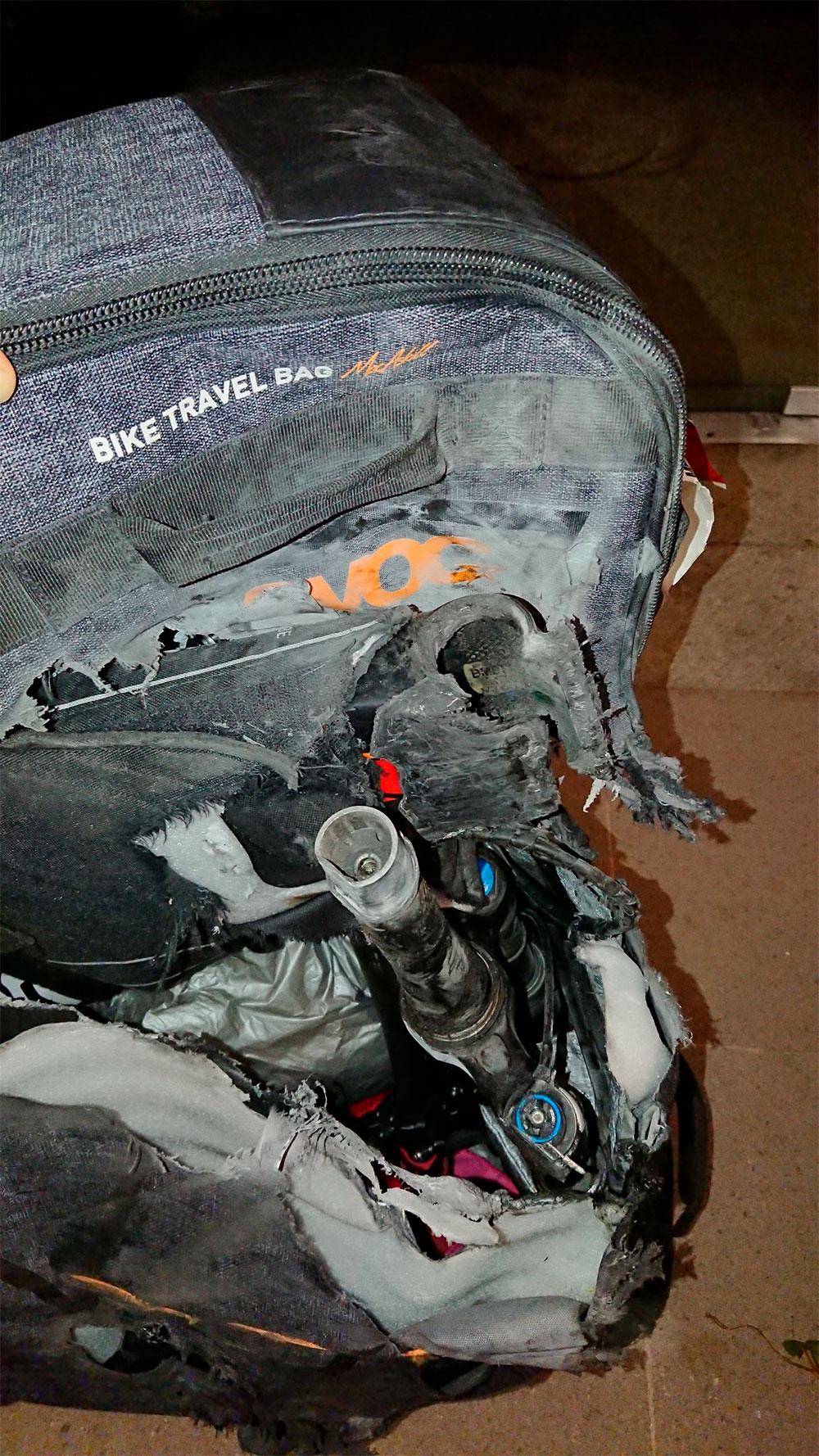 En TodoMountainBike: La bicicleta de Mayalen Noriega, 'reventada' en un vuelo de la compañía American Airlines