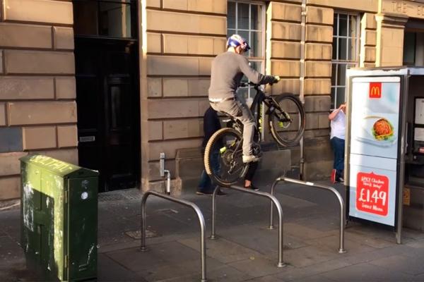 Sesión de Bike Trial en Edimburgo con Danny MacAskill, Dave Mackison, Myles Bonnar y Duncan Shaw