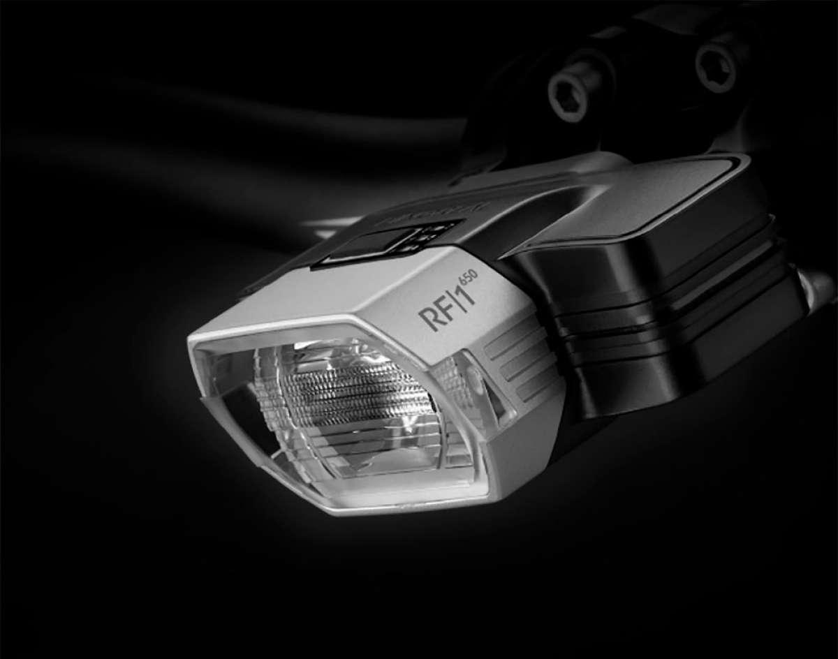 Radius F1, una luz frontal inteligente que adapta su potencia lumínica a la velocidad del ciclista