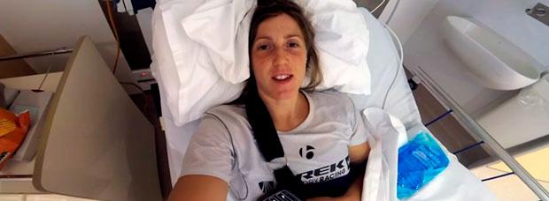 Así de 'tonta' fue la caída de Rachel Atherton en los entrenamientos del Mundial de Cairns DHI 2017