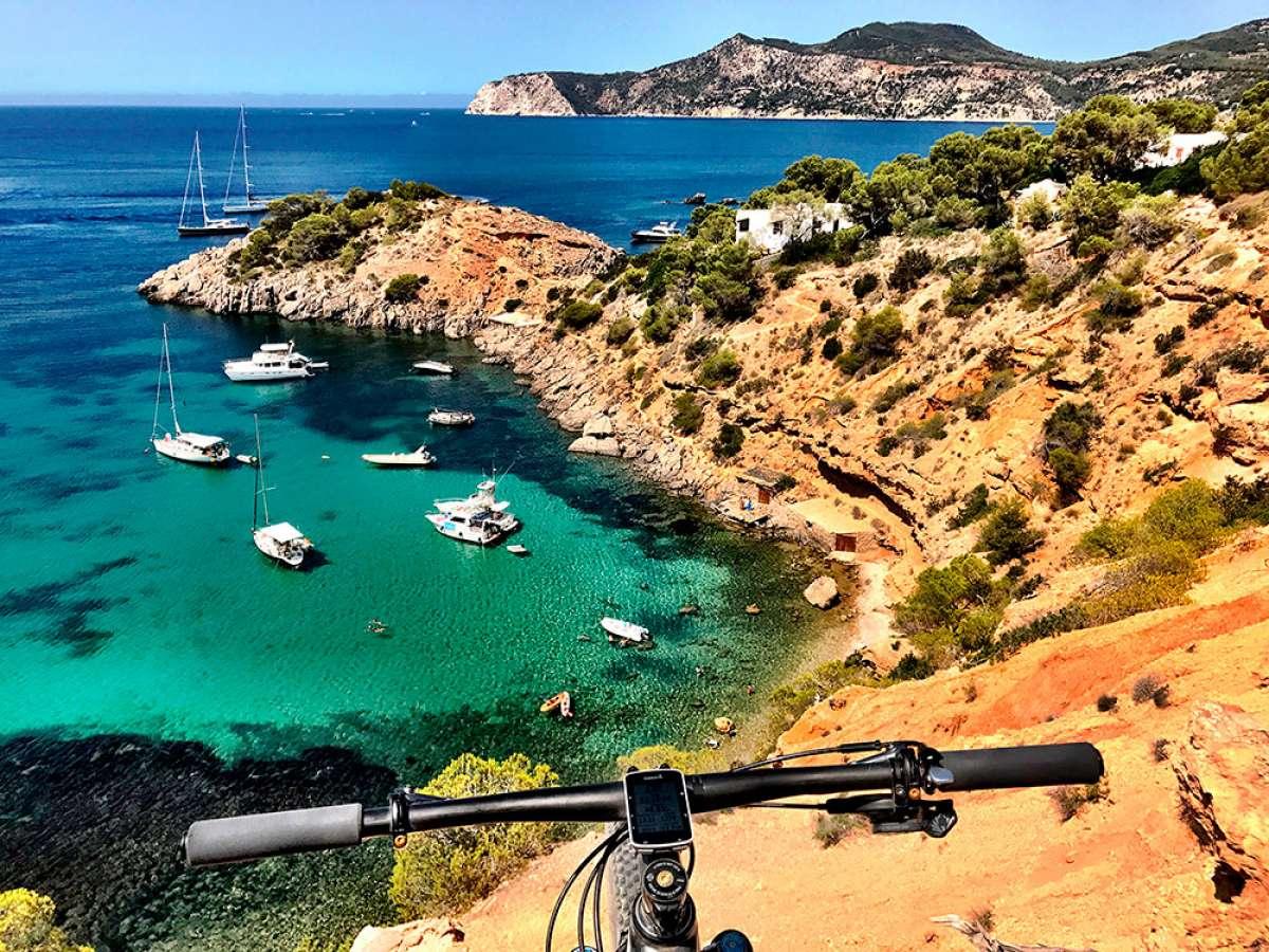 En TodoMountainBike: La foto del día en TodoMountainBike: 'Costa sur de la isla de Ibiza'