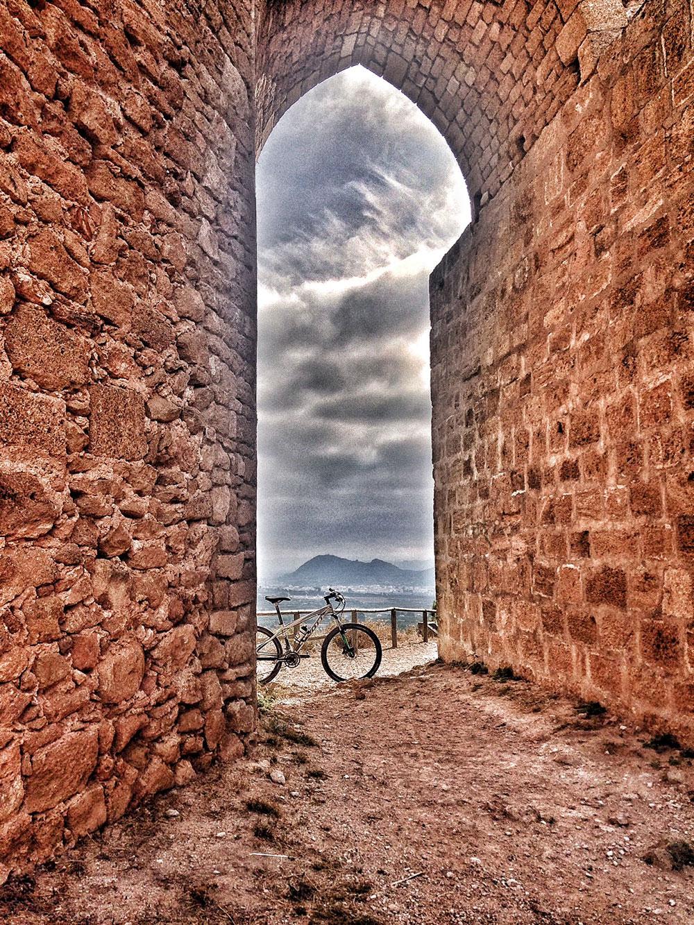 En TodoMountainBike: La foto del día en TodoMountainBike: 'Castillo de Montesa'
