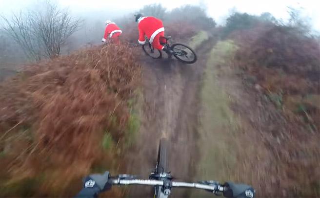 Christmas Carnage: caídas de Mountain Bike a ritmo de música de Navidad
