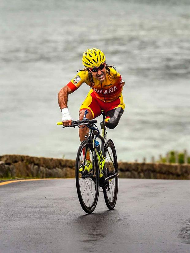 En TodoMountainBike: El ciclista paralímpico Juanjo Méndez, atropellado en Sant Fost (Barcelona) mientras entrenaba