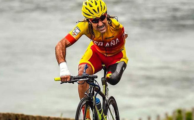 El ciclista paralímpico Juanjo Méndez, atropellado en Sant Fost (Barcelona) mientras entrenaba