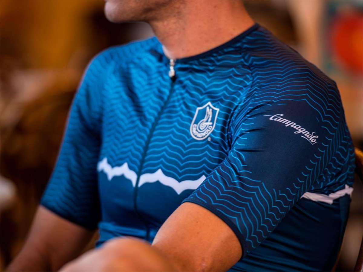 Campagnolo se adentra en el mundo textil lanzando una completa colección de ropa técnica para ciclistas