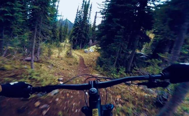 Connor Fearon + Kona Hei Hei Trail + Columbia Británica de Canadá = Ruta épica