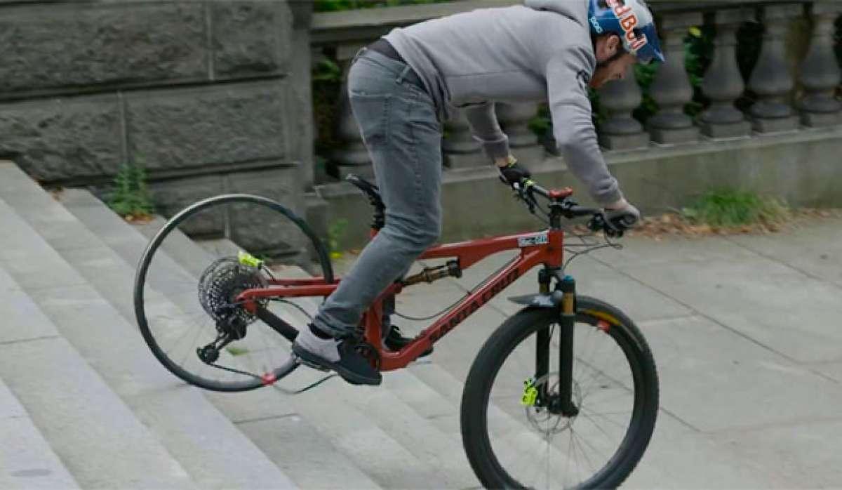 Así intenta romper Danny MacAskill las ruedas de carbono Santa Cruz Reserve