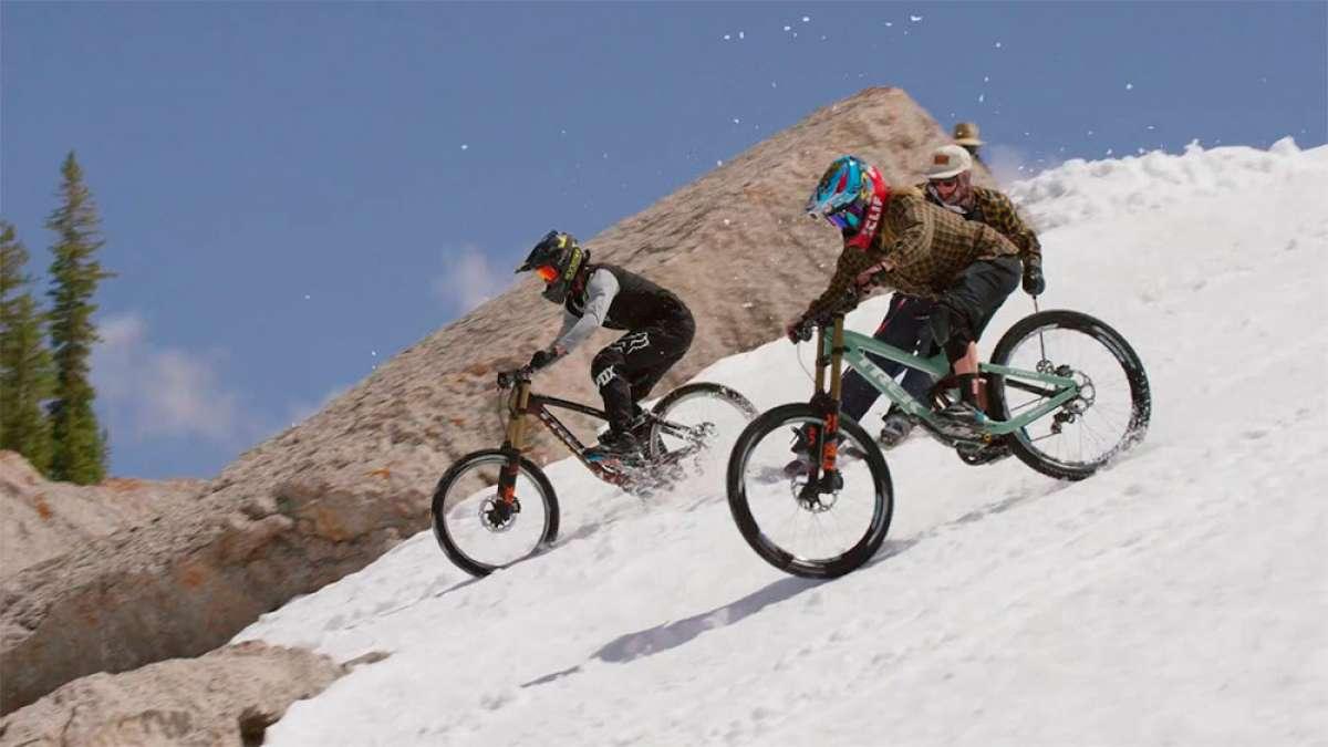 En TodoMountainBike: Cam McCaul y Casey Brown descendiendo la Corbet's Couloir, la pista de esquí más difícil del mundo