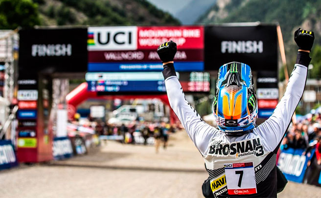Los descensos ganadores de Troy Brosnan y Myriam Nicole en la Copa del Mundo DHI 2017 de Vallnord