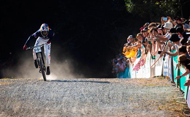 Los descensos ganadores de Loïc Bruni y Miranda Miller en el Campeonato del Mundo DHI 2017 de Cairns