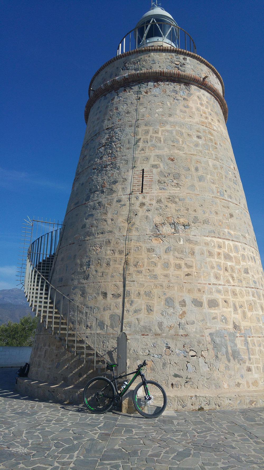 En TodoMountainBike: La foto del día en TodoMountainBike: 'Faro de Punta de la Mona'