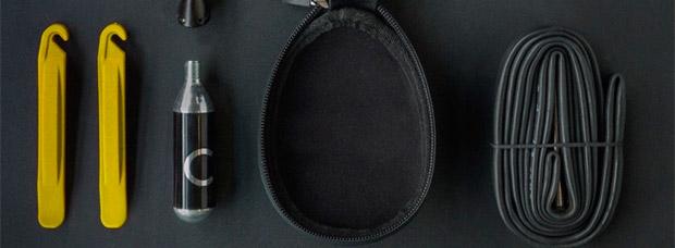 Fi'zi:k Saddlebag 00, una bolsa de sillín compacta, impermeable y muy práctica